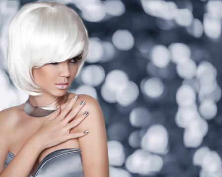 bijoux: Glamour Woman portrait with Short Hair
