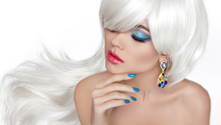 White Long hair. Eye makeup. Beautiful blond with fashion jewelry, sensual red lips, manicured nails isolated on white background. Foto de archivo