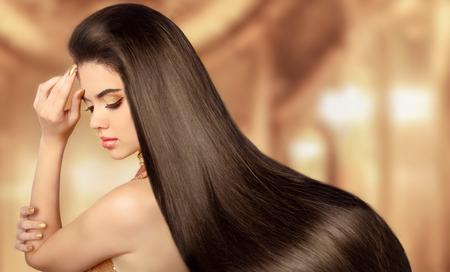 capelli lunghi: Bellezza Ragazza di modello. Bella donna bruna con i capelli dritti liscio lucido lungo. Archivio Fotografico