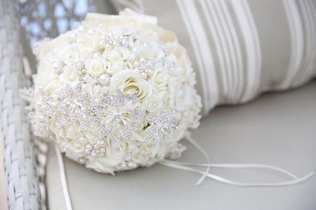 close-up van de bruiloft boeket met broches Stockfoto