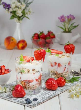 Muesli with yogurt and fresh strawberries on a white background. 版權商用圖片