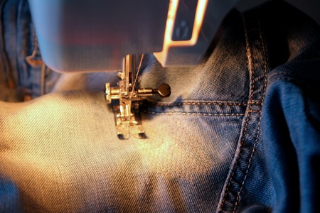 darn: Darn jeans on the machine