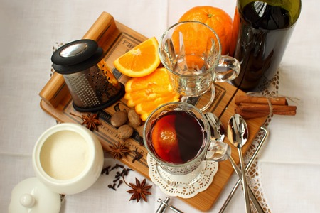 mulled wine spice: A glass of hot mulled wine and spices