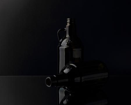 botellas vacias: Dos botellas vac�as de cerveza Foto de archivo