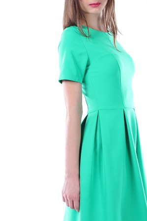 rigor: Young model in a form-fitting dress green color, standing in half a turn.