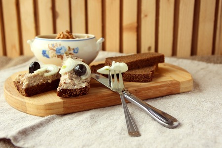mincemeat: Slices of rye bread with mincemeat.