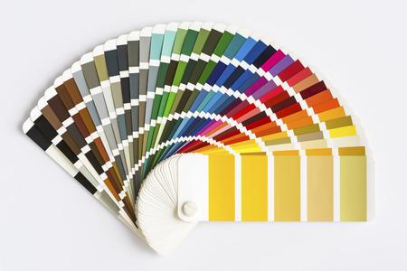 Kleurenpalet Gids geïsoleerd op een witte achtergrond. Voorbeeldkleurencatalogus.