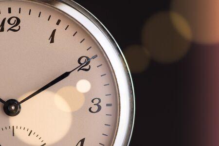 Zeit vergeht Konzept. Alte Taschenuhr. Frist, Zeitüberschreitung und Dringlichkeit.