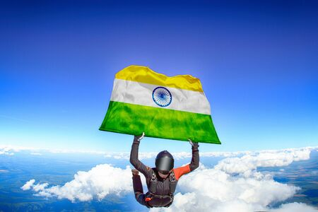 India extreme. Flag in skydiving. People in free fall grab flag of India. Patriotism, men and flag. 스톡 콘텐츠