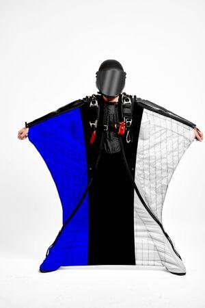Estonia extreme. Flag in skydiving. People in free fall grab flag of Estonia. Patriotism, men and flag. 스톡 콘텐츠