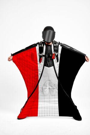 Yemen extreme. Flag in skydiving. People in free fall grab flag of Yemen. Patriotism, men and flag. 스톡 콘텐츠