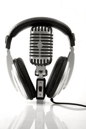 audifonos dj: Auriculares profesionales de micr�fono & DJ retro  Foto de archivo