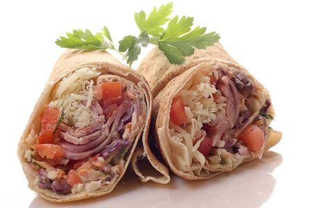 tortilla wrap: Dos tortillas Wrap Cut en Half