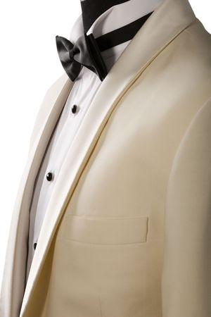 bata blanca: esmoquin beige, camisa blanca y corbata negra Foto de archivo