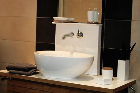 basin: front view of bath sink in showroom Stock Photo