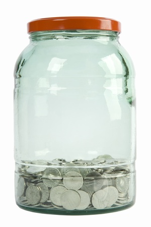 monete antiche: vaso di vetro con le monete d'argento su sfondo bianco