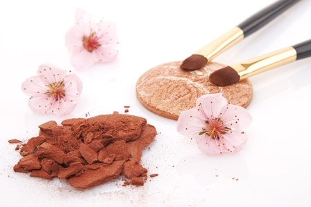 brown powder for makeup, flowers and two brush