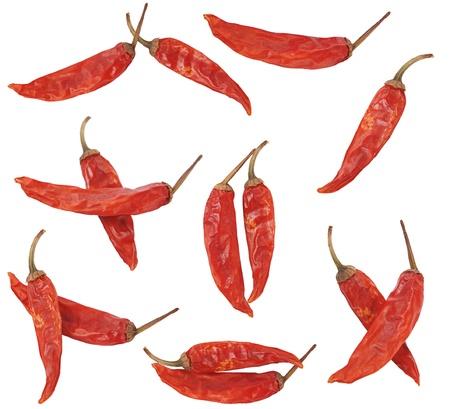 legumbres secas: pocos seco pimiento rojo sobre fondo blanco  Foto de archivo