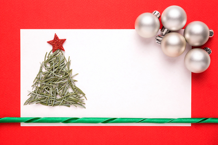 needles pine: Blank Christmas card or invitation with christmas tree made from pine needles on red background Archivio Fotografico
