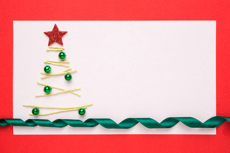 christmas tree ornaments: Blank Christmas card or invitation with christmas tree on red background