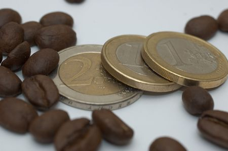 coffee beans and euro couins Banco de Imagens