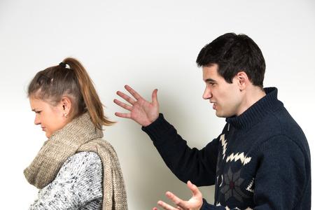 corazon humano: joven pareja, hombre y mujer que tienen lucha