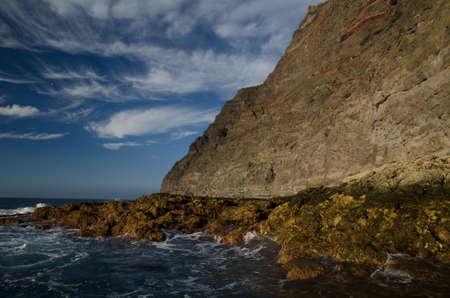 Sea cliff in the Special Natural Reserve of Guigui. Aldea de San Nicolas de Tolentino. Gran Canaria. Canary Islands. Spain. Foto de archivo