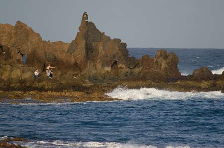 People throwing flowers into the sea. Risco Verde. Arinaga. Aguimes. Gran Canaria. Canary Islands. Spain. Foto de archivo