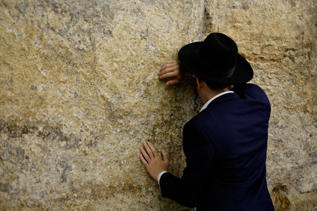 kotel: praying in the kotel