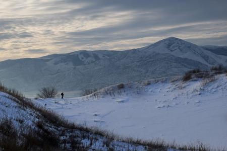 겨울에 Sarykum barchan의 사진 작가 스톡 콘텐츠
