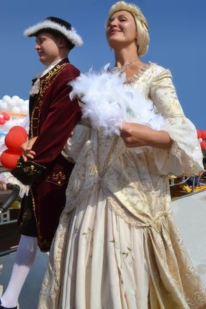 festival scene of regal couple of Queen Catherine II the Greate and Count Potyomkin on City Day feast in Kherson (Ukraine) Stock Photo - 10623053