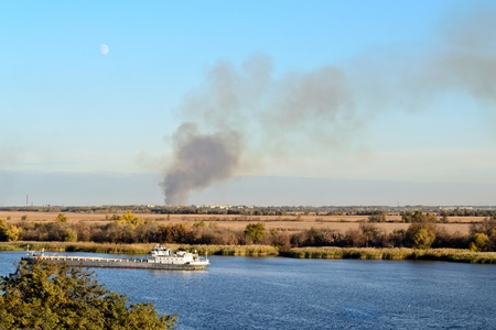 conflagration: conflagration smoke seen on horizon line from distance