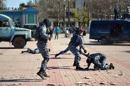 counterterrorism: KHERSON, UKRAINE - APRIL 22, 2013: anti-terrorist special units show their skills at the show on April 22, 2013 in Kherson. Ukrainian special units actively participate in UN peacekeeping operations. Editorial