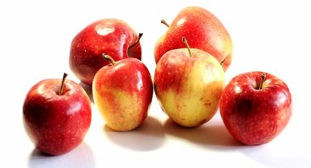 manzanas en un fondo blanco