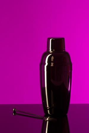 cocktail strainer: Shaker metallic color on a purple background. vertical framing