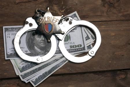 sheriff badge: antiguo insignia de Sheriff y esposas