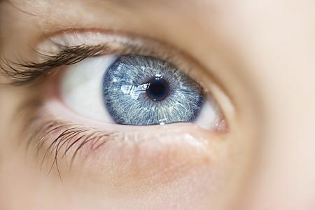Mirada perspicaz ojos azules niño Foto de archivo - 45559113