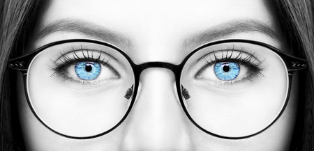 Beautiful young woman wearing glasses. Close-up shot Imagens - 75377381