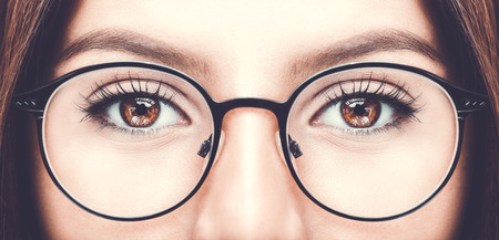 Beautiful young woman wearing glasses. Close up shot Banque d'images