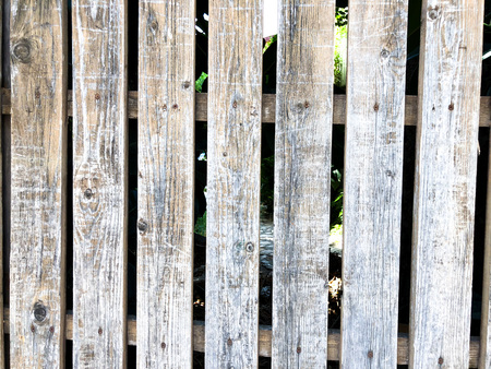 Close-up of vertical simple oak wooden fence background. Old knotted timber wall. Vintage rustic pattern Banque d'images - 105144867
