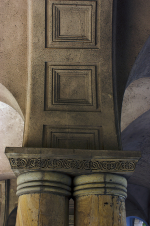 Old Tbilisi architecture,The entrance arch door and exterior decor. 免版税图像