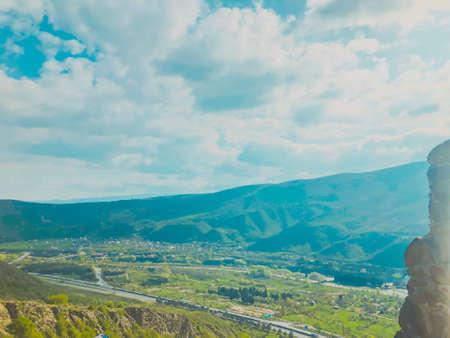 Beautiful view from Jvari Monastery to town of Mtskheta. Standard-Bild
