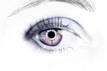 Piękny wnikliwy wygląd oka. Bliska strzał.