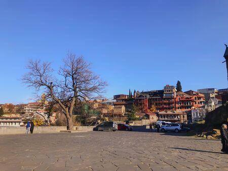 TBILISSI, GÉORGIE - 17 décembre 2019 : Belle vue paysage du vieux quartier. Vieux Tbilissi, hiver dans la ville. Banque d'images