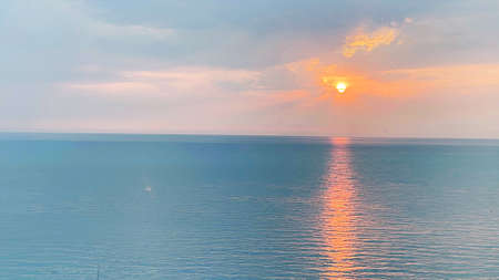 Beautiful sunset on the sea. Wonderful summer weather. Imagens