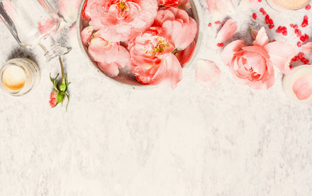 Spa background with roses , bowl with water and petal and cream, top view, border 스톡 콘텐츠