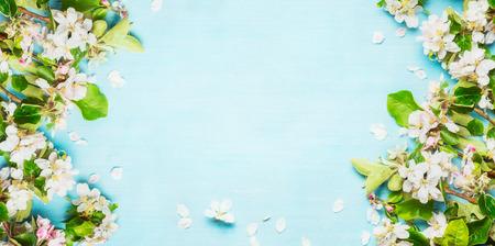 봄 꽃 푸른 청록색 배경에 나뭇 가지, 탑 뷰, 프레임 봄 스톡 콘텐츠