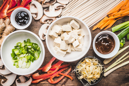 Top view of Asian vegetarian cooking ingredients for stir fry with tofu, noodles and vegetables 版權商用圖片