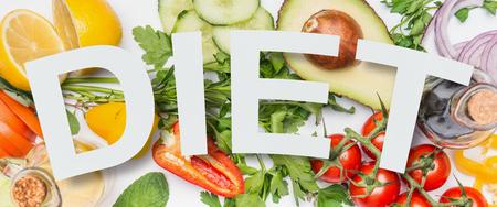 様々な健康野菜の食材とテキストダイエット、トップビュー。  クリーンな食事レイアウト、ベジタリアン食品とダイエット栄養コンセプト。