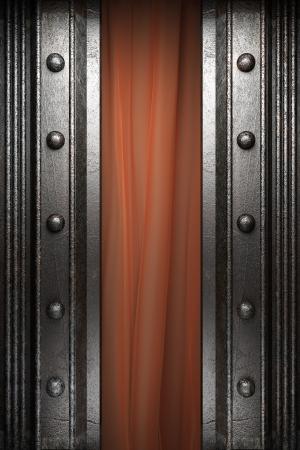 rejas de hierro: Metal de la cortina de terciopelo rojo